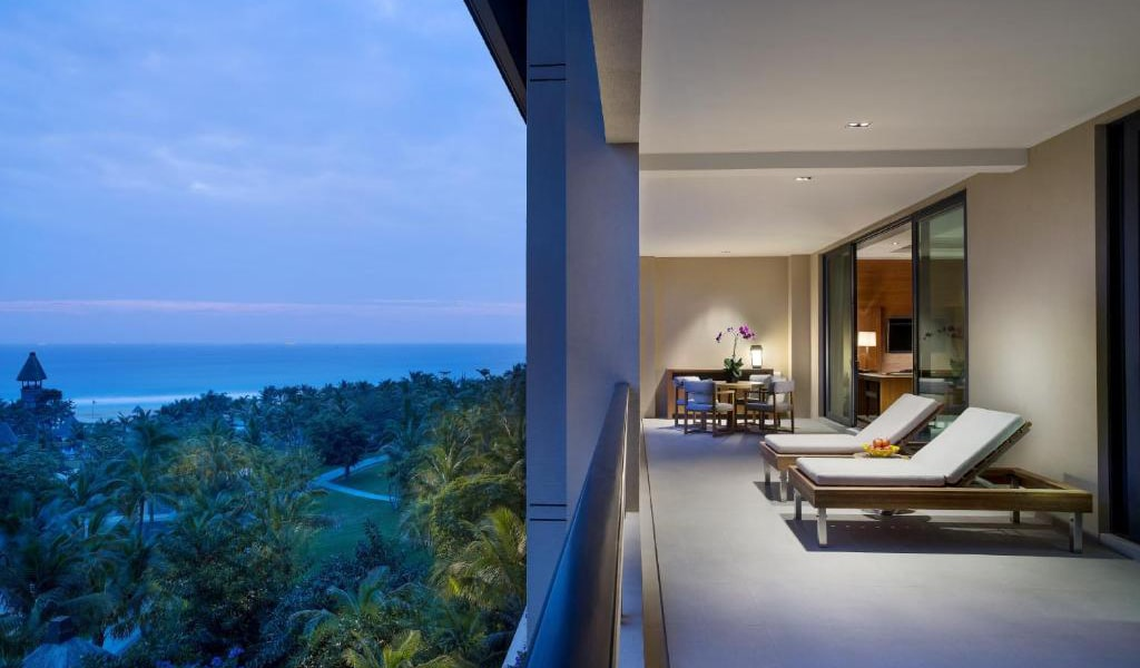 Deluxe-Suite-with-Sea-View-&-1-Living-room-3-min