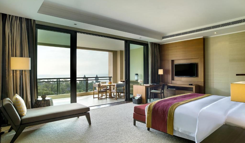 Deluxe-Suite-with-Sea-View-&-1-Living-room-min