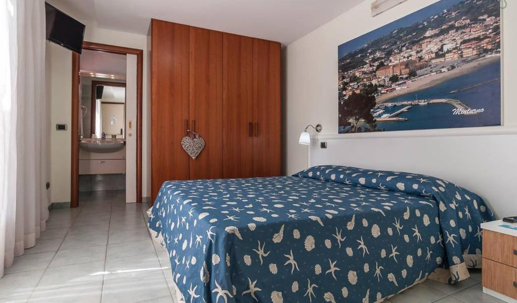 Double-Room-with-Balcony-and-Sea-View-min
