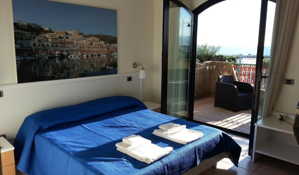 Double-Room-with-Sea-View-2-min