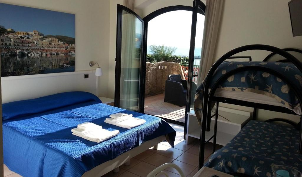 Double-Room-with-Sea-View-4-min