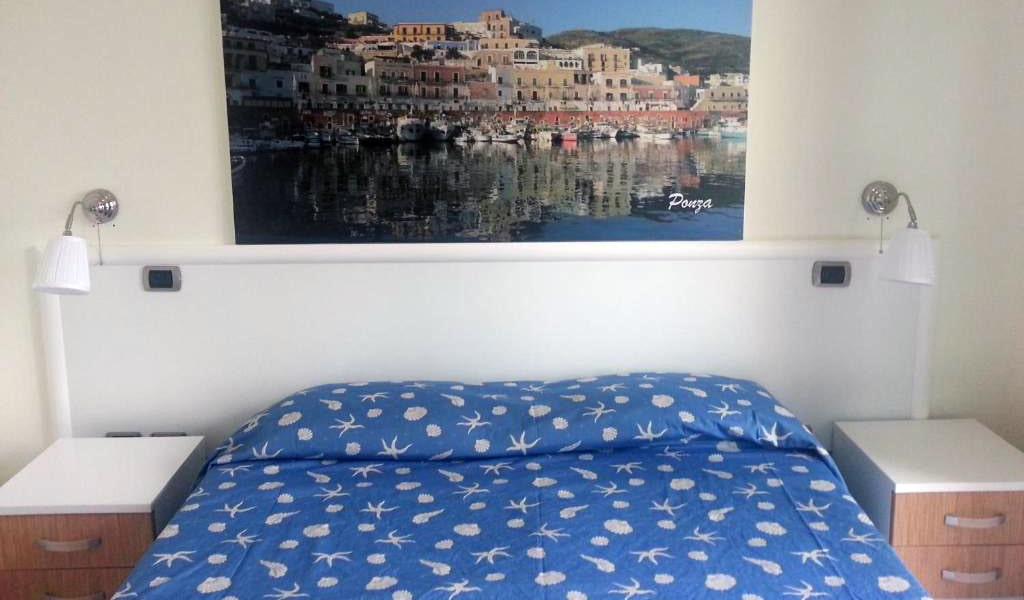 Double-Room-with-Sea-View-min