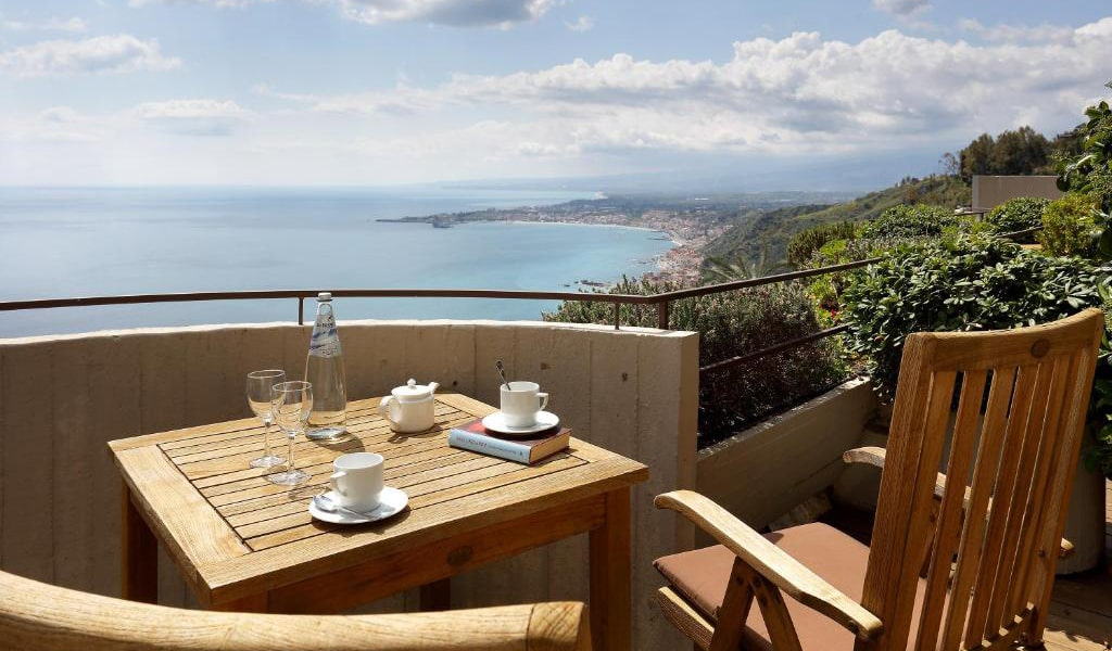 Double-or-Twin-Room-with-Balcony-and-Sea-View-2-min