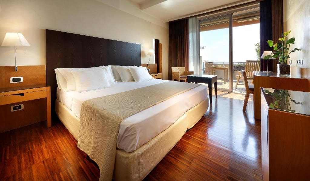 Double-or-Twin-Room-with-Balcony-and-Sea-View-3-min