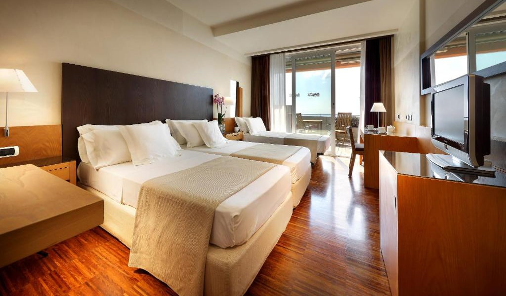 Double-or-Twin-Room-with-Balcony-and-Sea-View-and-Extra-Bed-2-min