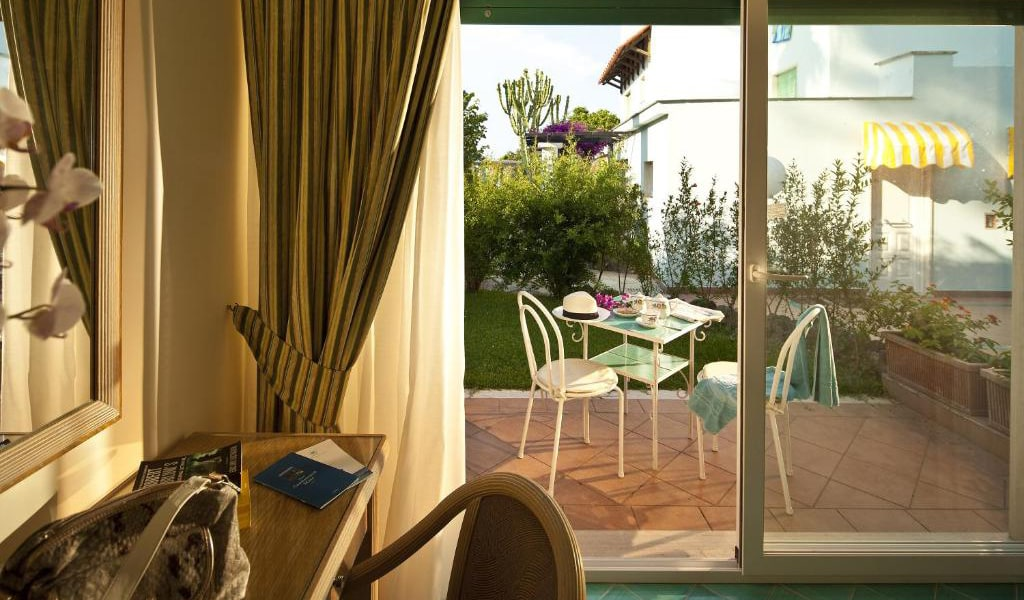 Double-or-Twin-Room-with-Garden-View-3-min