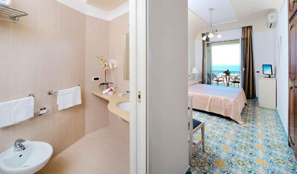Double-or-Twin-Room-with-Sea-View-and-Balcony3-min
