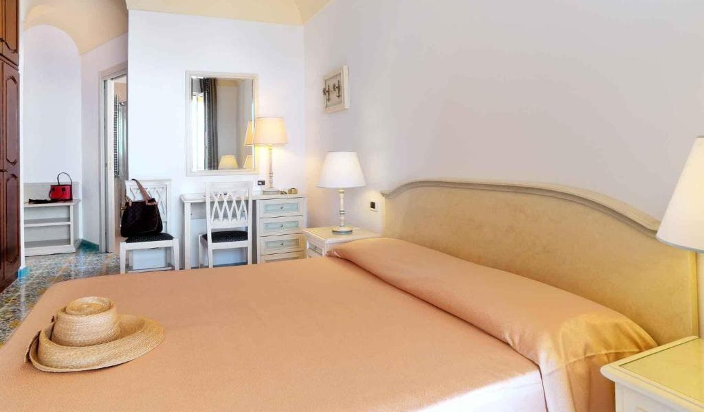 Double-or-Twin-Room-with-Sea-View-and-Balcony4-min