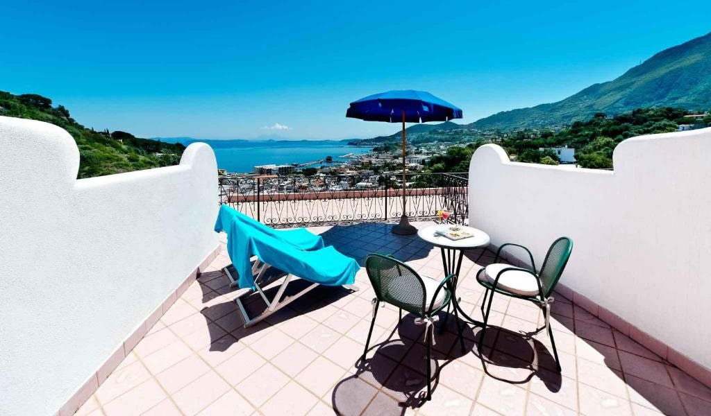 Double-or-Twin-Room-with-Sea-View-and-Terrace3-min