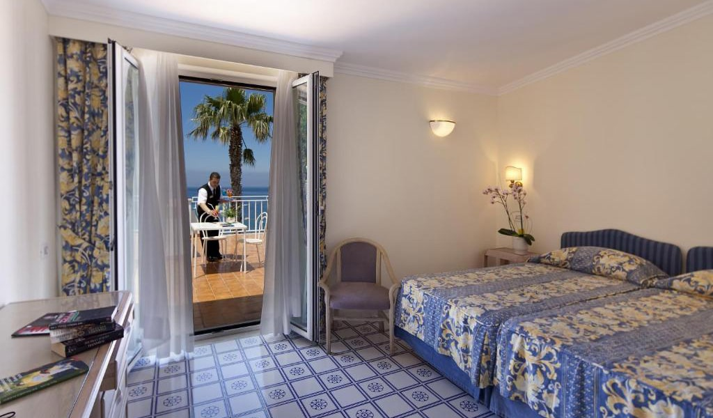 Double-or-Twin-Room-with-Sea-View2-min