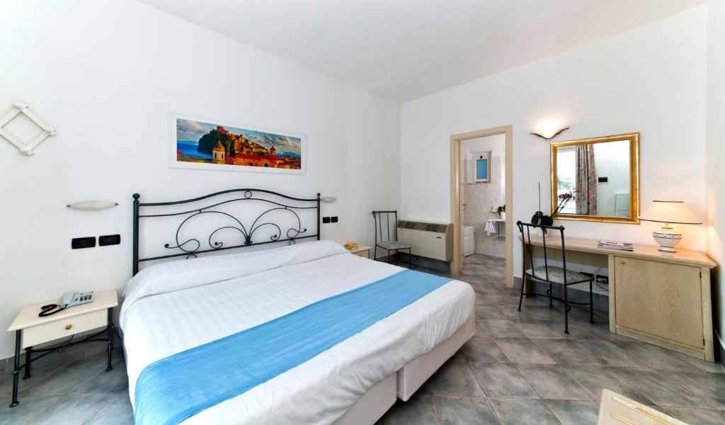 Executive-Double-Room-with-Access-to-Thermal-Park-3-min