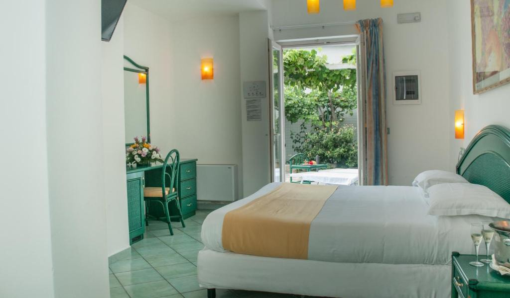Executive-Double-Room-with-Access-to-Thermal-Park-4-min