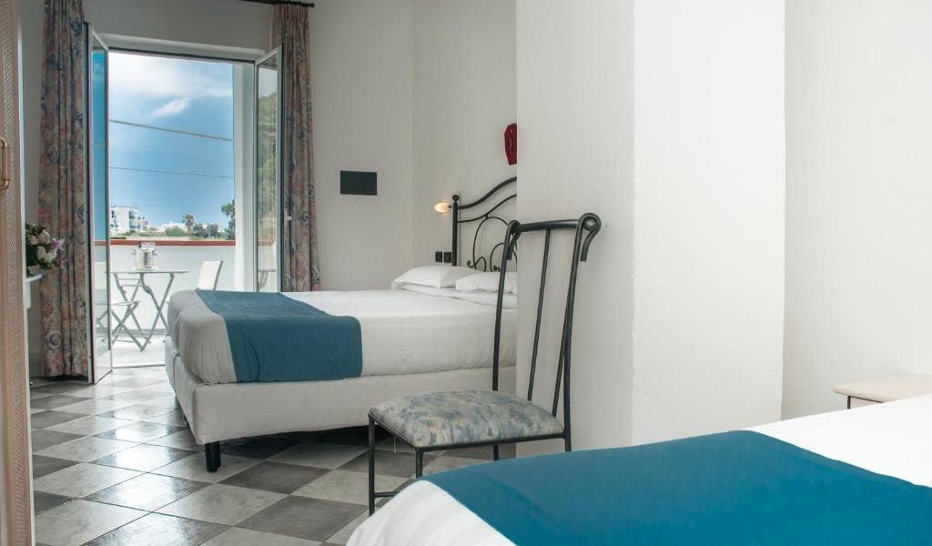 Executive-Double-Room-with-Access-to-Thermal-Park-5-min