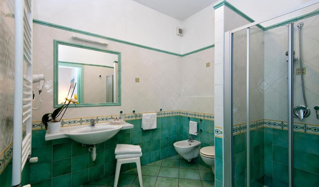 Executive-Double-Room-with-Access-to-Thermal-Park-6-min