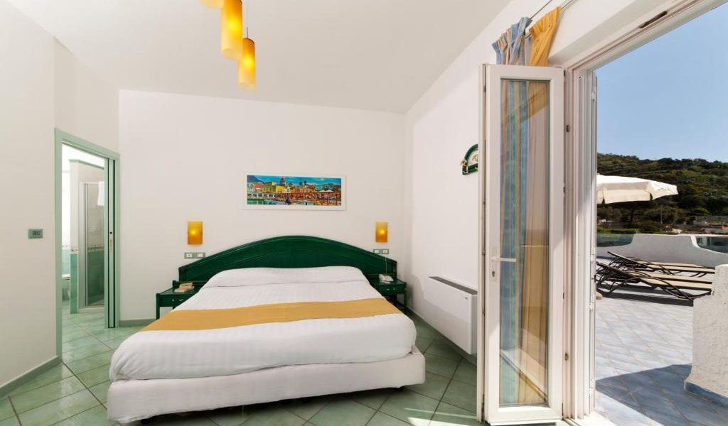 Executive-Double-Room-with-Access-to-Thermal-Park-min