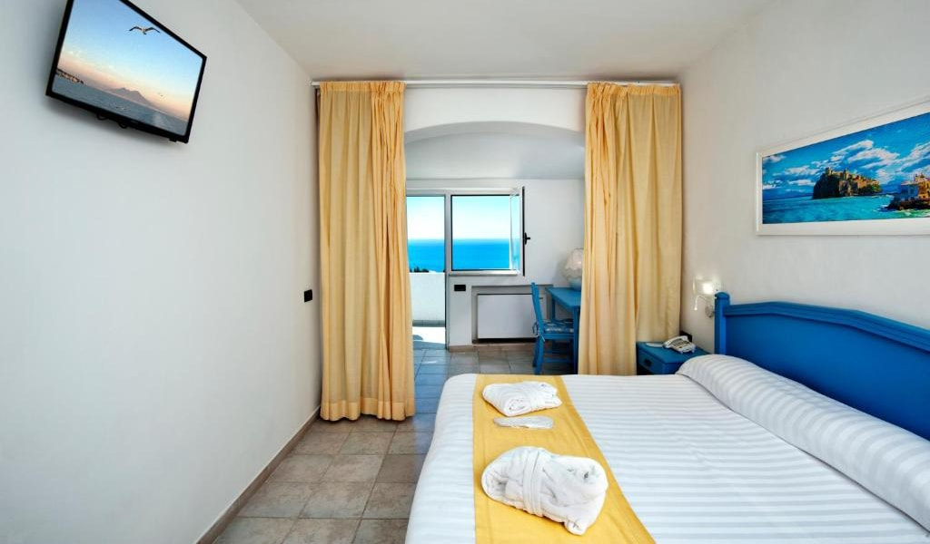Executive-Double-Room-with-Sea-View-and-Access-to-Thermal-Park-3-min