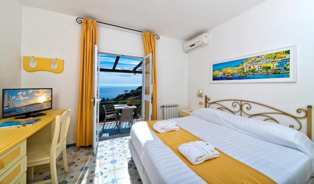 Executive-Double-Room-with-Sea-View-and-Access-to-Thermal-Park-5-min