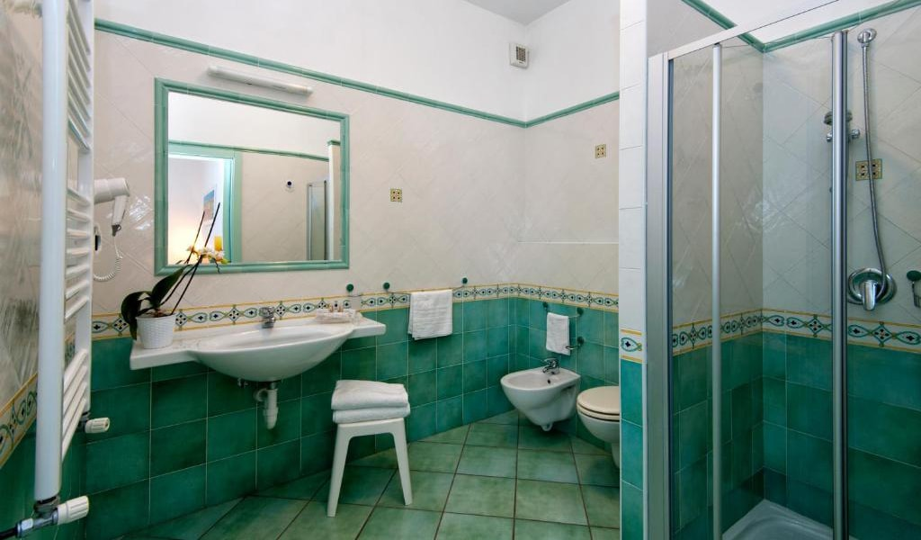 Executive-Double-Room-with-Sea-View-and-Access-to-Thermal-Park-6-min