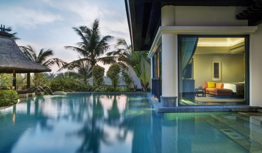 Grand-View-Pool-Villa-(-2-bed-rooms-with-1-living-room-,-kitchen)-2-min