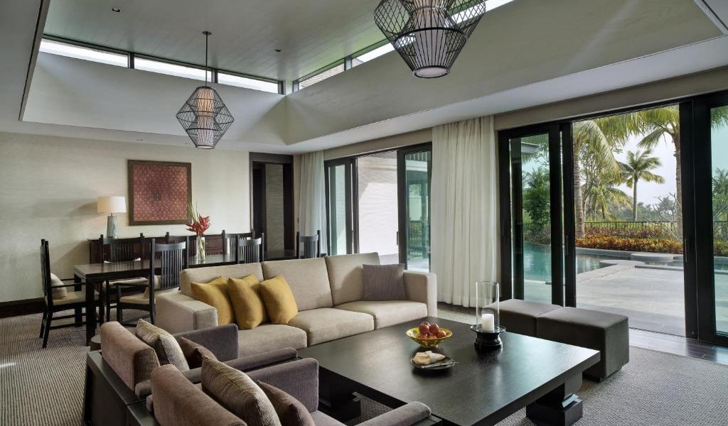 Grand-View-Pool-Villa-(-2-bed-rooms-with-1-living-room-,-kitchen)-min