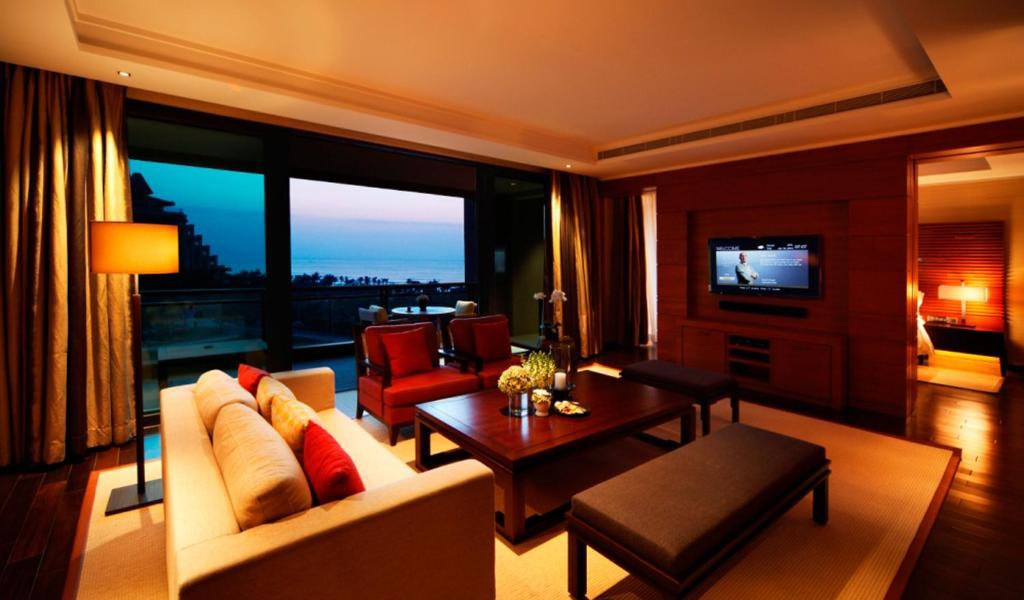 Junior-Suite-with-1-living-room-3-min
