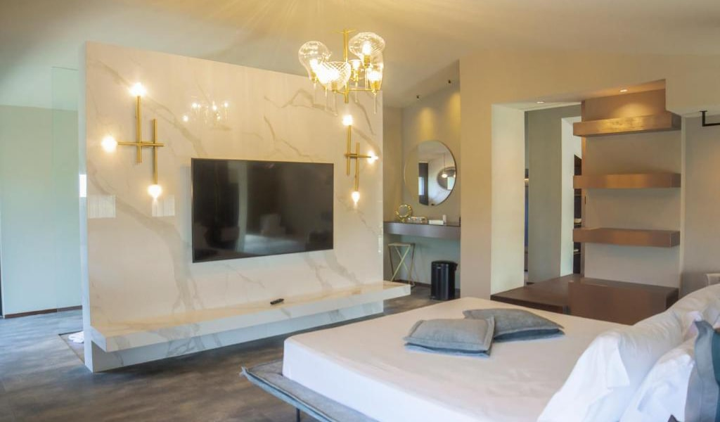 Junior-Suite-with-Private-Pool-and-Garden-View-4-min