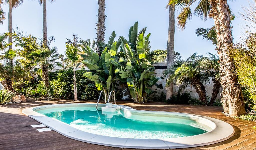Junior-Suite-with-Private-Pool-and-Garden-View-5-min