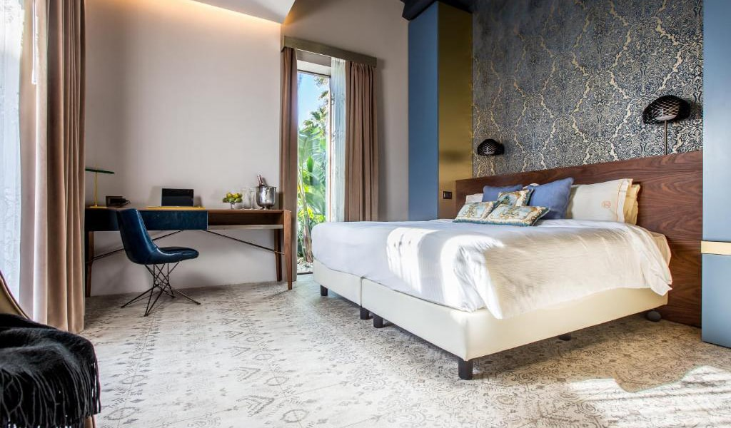 Junior-Suite-with-Private-Pool-and-Garden-View-6-min