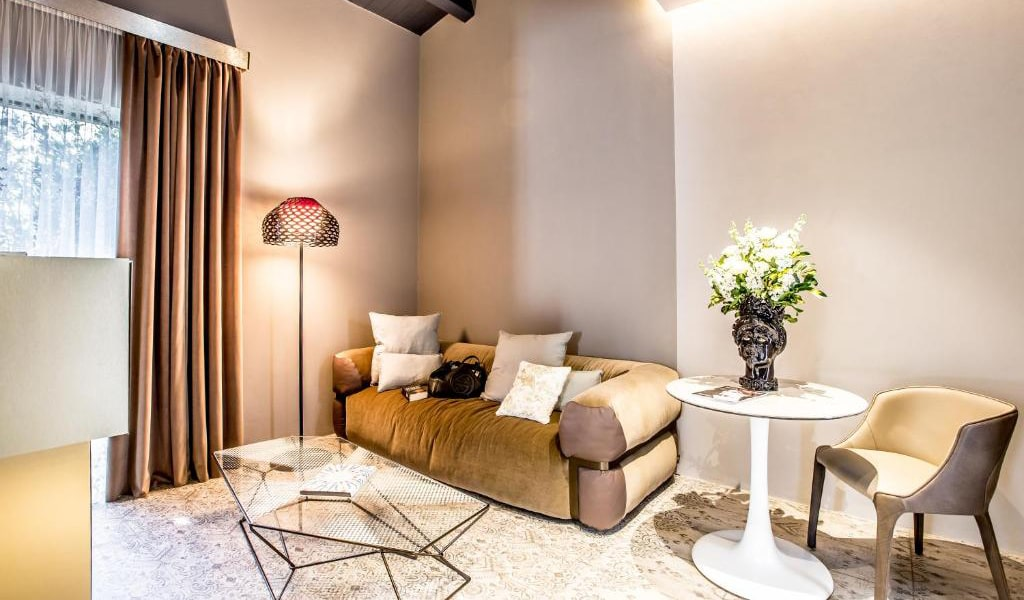 Junior-Suite-with-Private-Pool-and-Garden-View-7-min