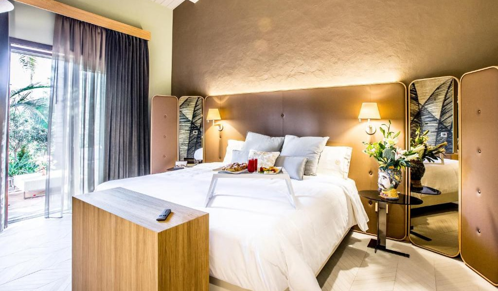 Junior-Suite-with-Private-Pool-and-Garden-View-8-min