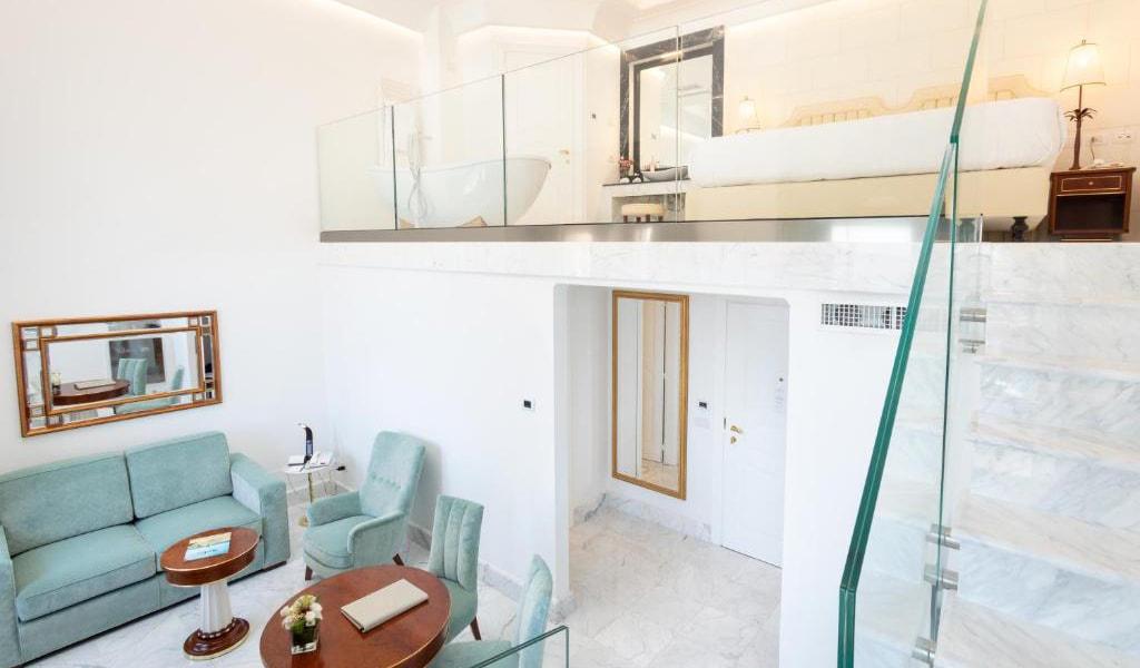 Junior-Suite-with-Sea-View---Split-Level-min