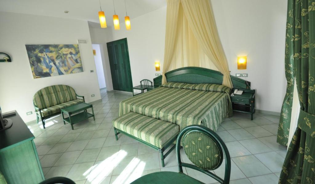 Junior-Suite-with-Sea-View-and-Access-to-Thermal-Park-2-min