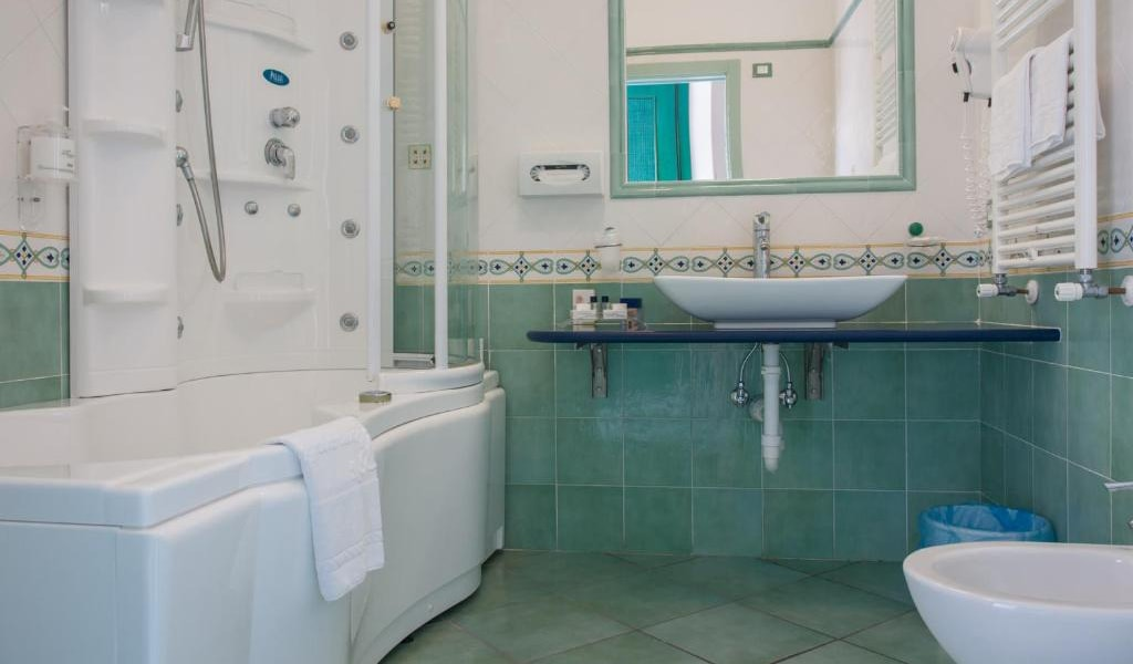 Junior-Suite-with-Sea-View-and-Access-to-Thermal-Park-3-min