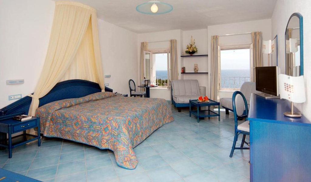 Junior-Suite-with-Sea-View-and-Access-to-Thermal-Park-4-min