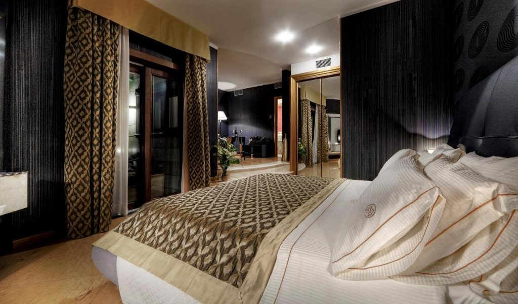 Junior-Suite-with-Sea-View-min