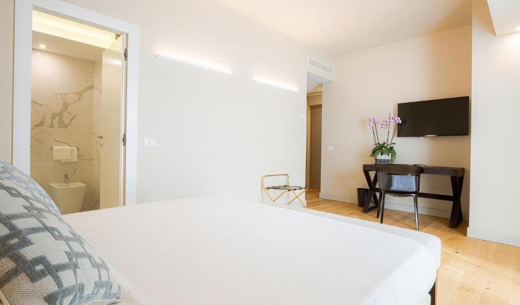 Junior-Suite-with-Terrace-4-min