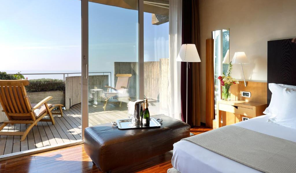 Junior-Suite-with-Terrace-and-Sea-View-3-min