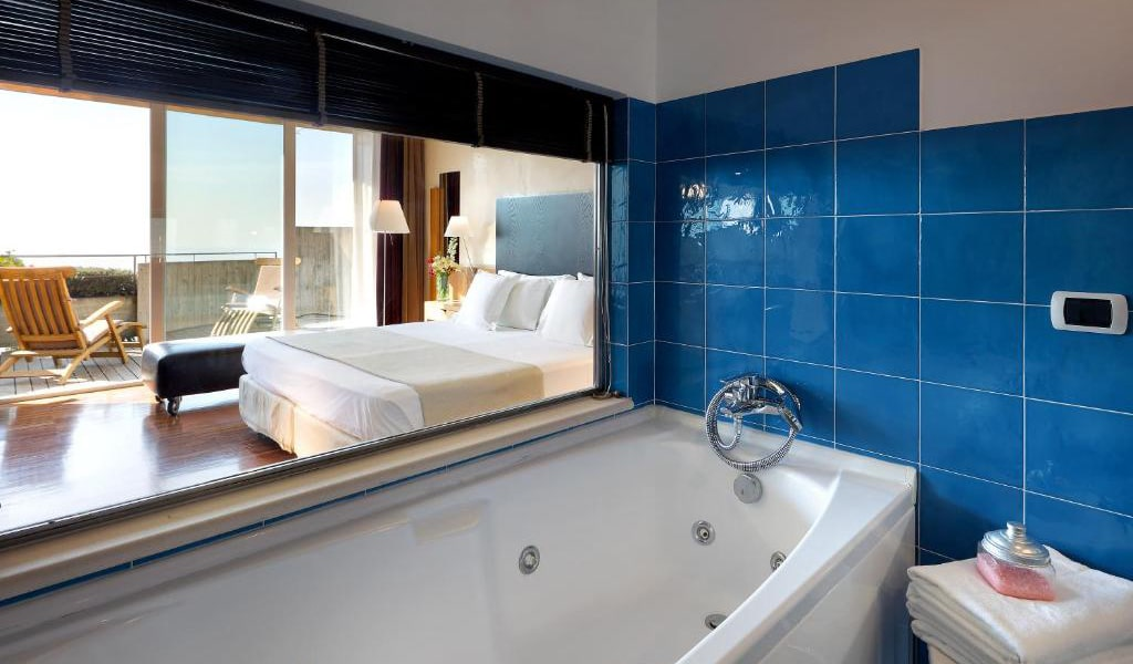 Junior-Suite-with-Terrace-and-Sea-View-5-min