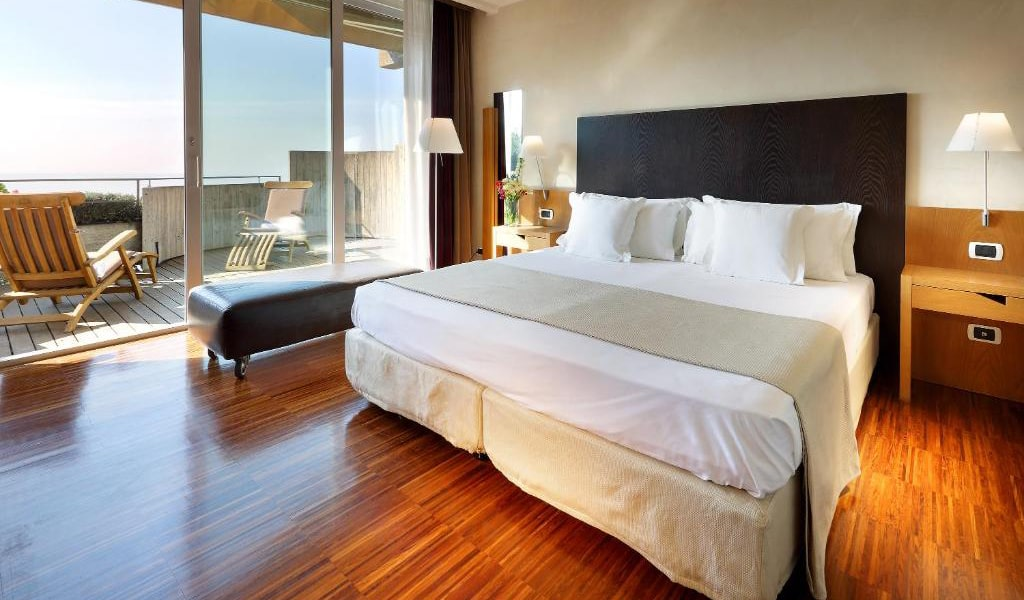 Junior-Suite-with-Terrace-and-Sea-View-7-min
