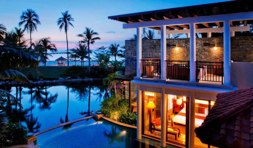 Luhuitou-Bay-Ocean-Front-Pool-Villa-min