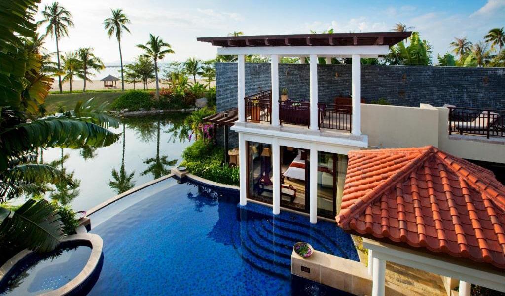 Luhuitou-Bay-Ocean-Front-Pool-Villa2-min