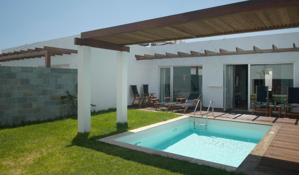 One-Bedroom-Suite-with-Private-Pool-(2-Adults-+-2-Children)-2-min