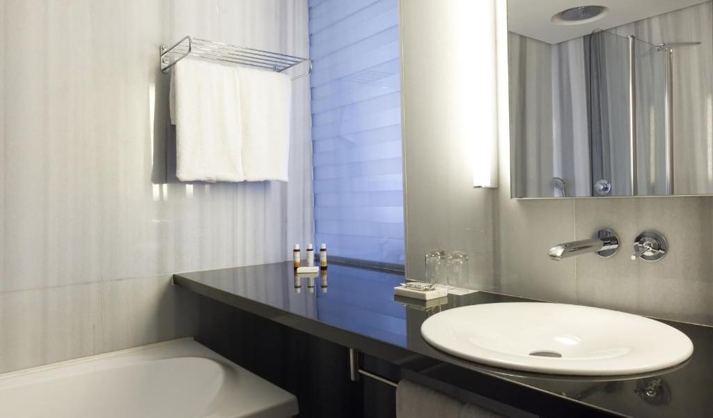 One-Bedroom-Suite-with-Private-Pool-(2-Adults-+-2-Children)-4-min