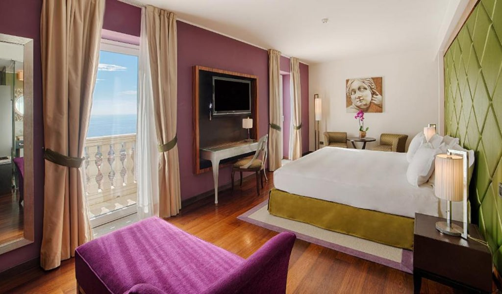 Premium-Double-or-Twin-Room-with-View-with-Extra-Bed-min