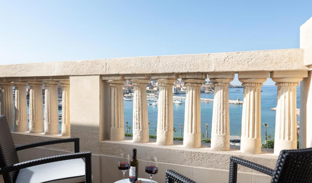 Presidential-Suite-with-Sea-View-min