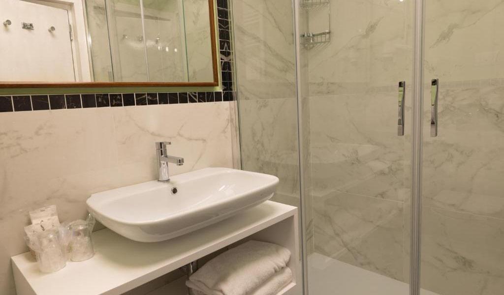 Prestige-Double-Room-with-Spa-Access-min
