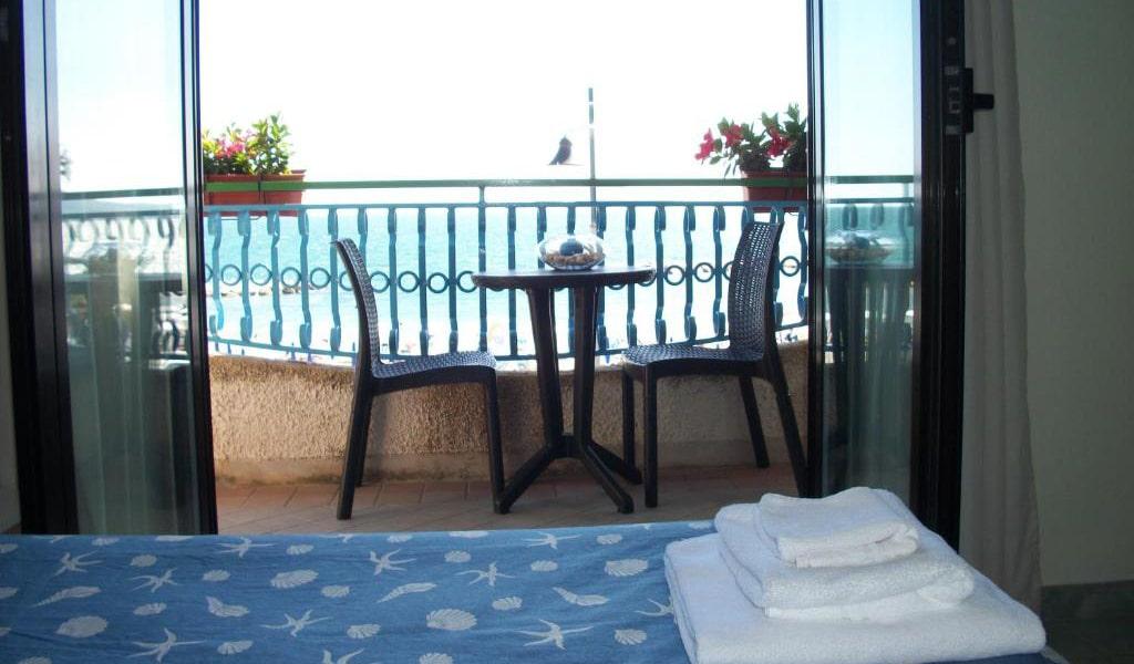 Quadruple-Room-with-Balcony-and-Sea-View-3-min