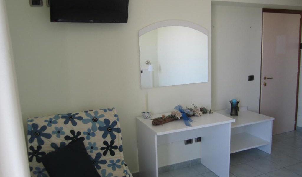 Quadruple-Room-with-Balcony-and-Sea-View-min