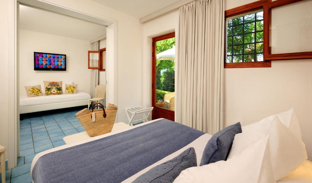 Quadruple-Room-with-Garden-View-2-min