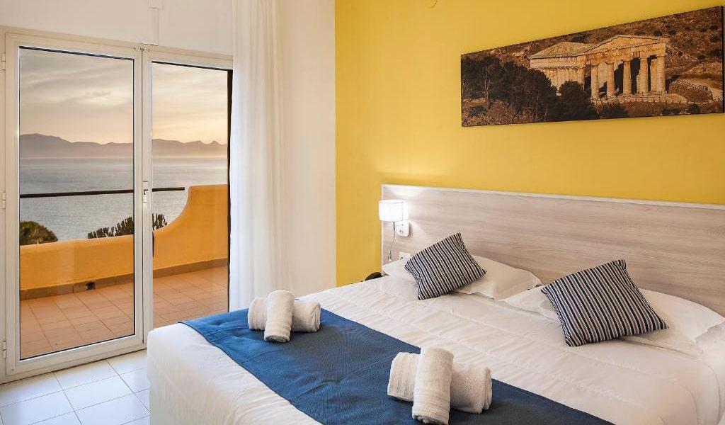 Quadruple-Room-with-Sea-View-2-min